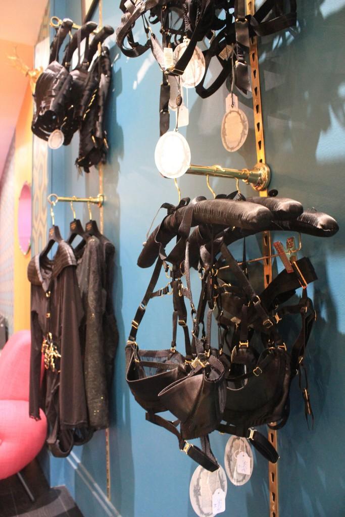 Boutique_Licence_Noire_Paris-lingerie