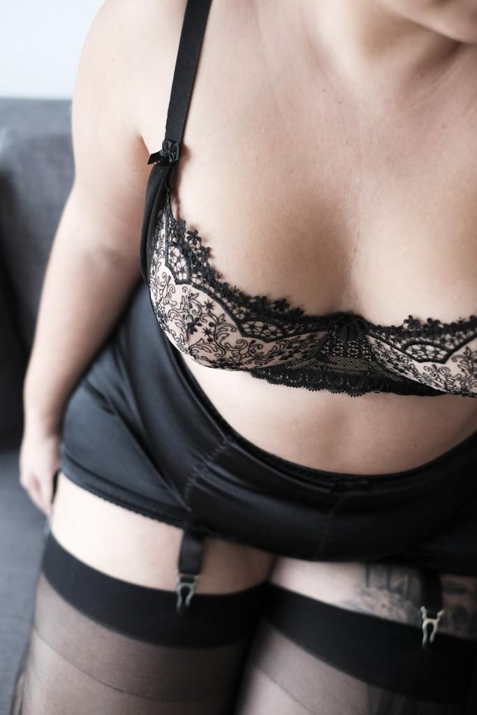 le-salon-de-frivolites-axami-revival-lingerie-big-tights-company