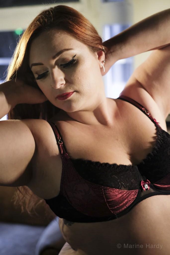 lingerie indiscrete_face bras levés