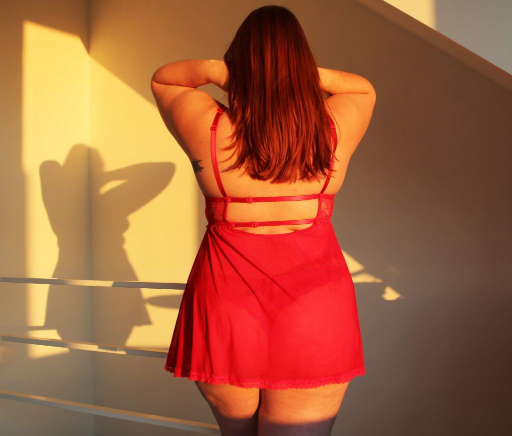 nuisette-grande-taille-rouge-lovehoney-dos