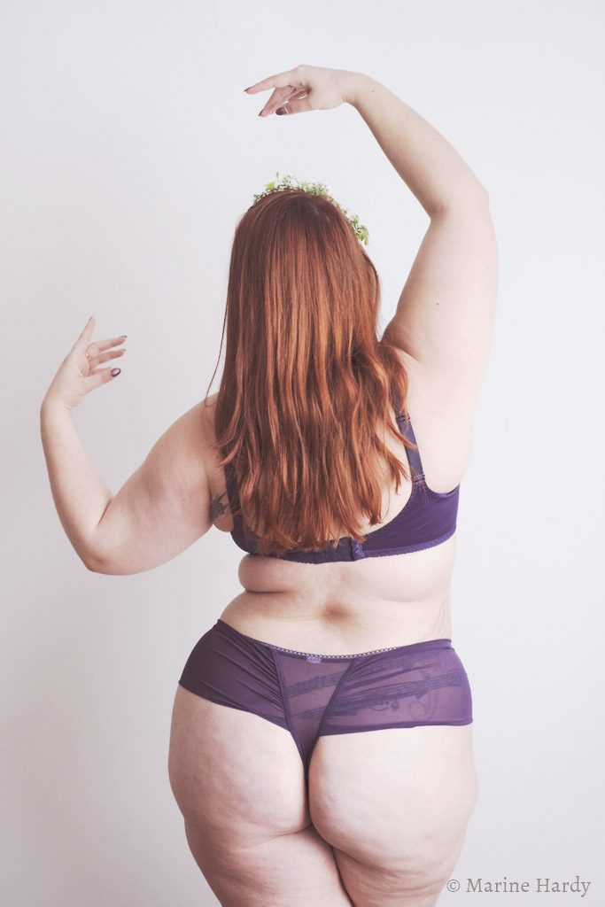 le-salon-de-frivolites-marine-hardy-photographe-empreinte-pompadour-dos-blog-lingerie-grande-taille
