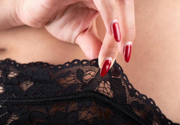 lingerie-sexy-grande-taille-le-salon-de-frivolites-ongles-rouges