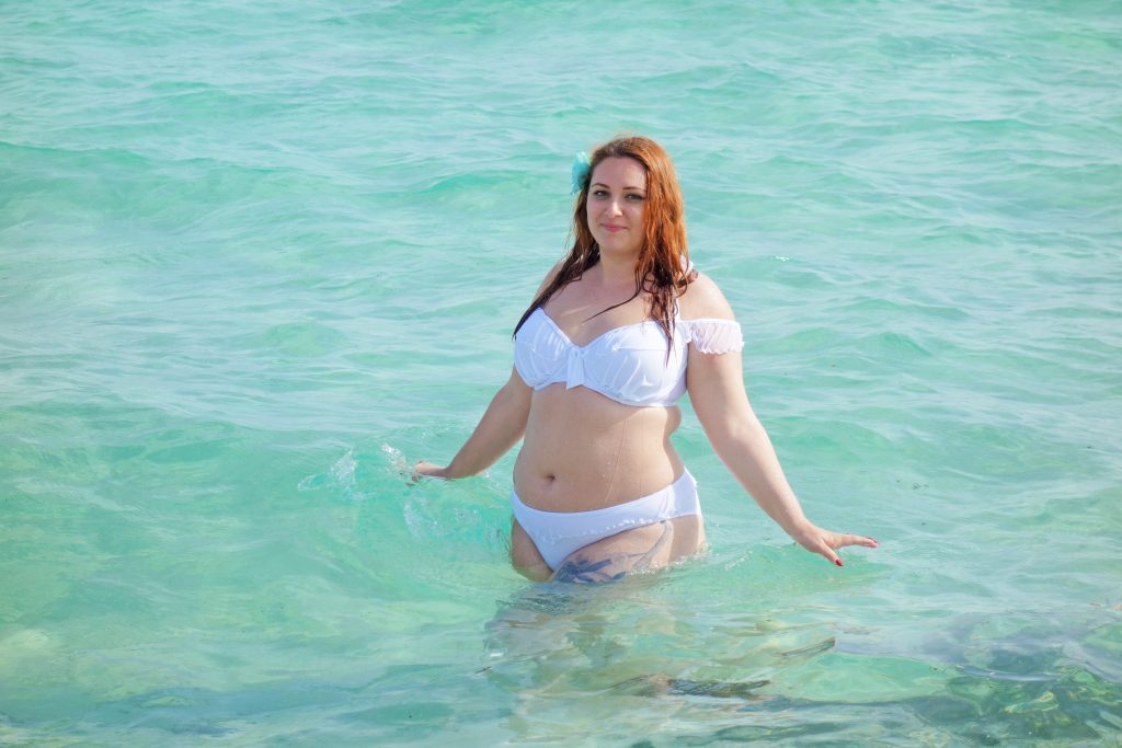 maillot-grande-taille-bikini-plus-size-pourmoi-le-salon-de-frivolites-face-pouilles-zoom