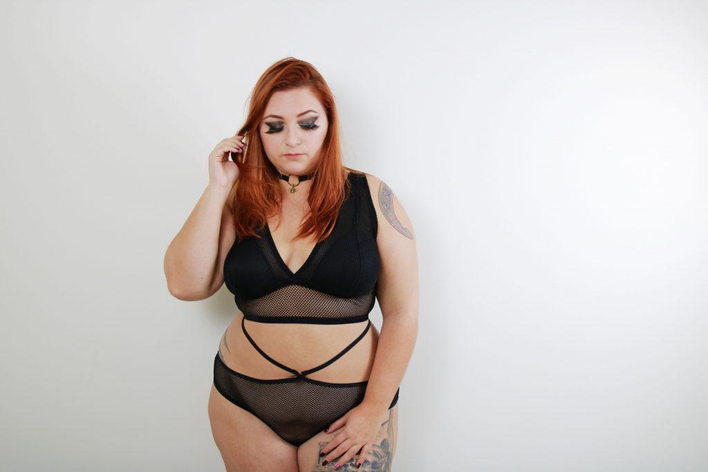 tutti-rouge-lingerie-resille-le-salon-de-frivolites-lingerie-grande-taille-face3