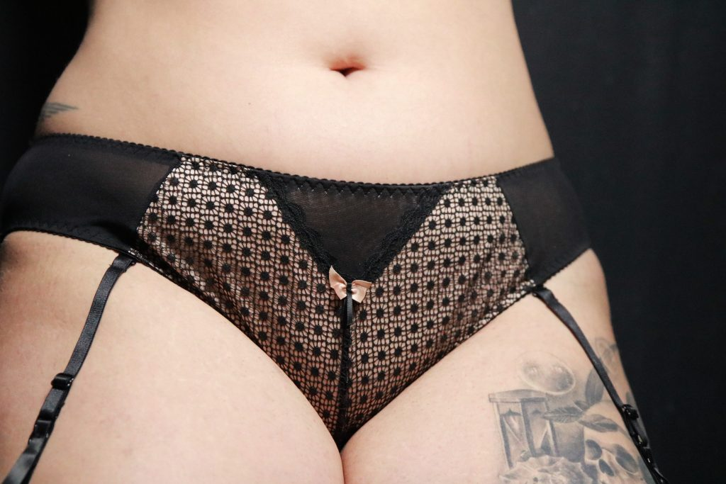 curvy-kate-starlight-review-le-salon-de-frivolites-7