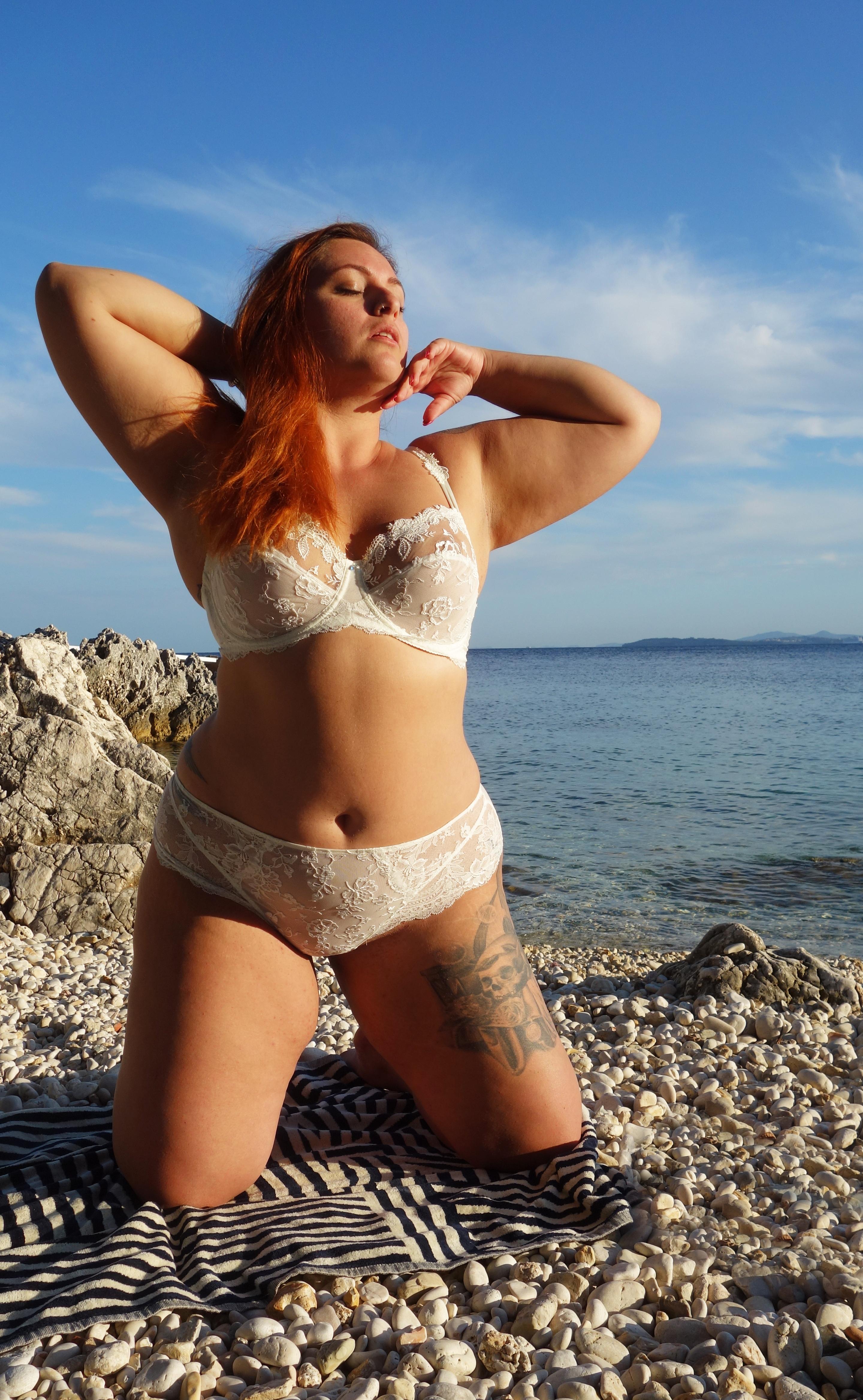 eprise-lise-charmel-le-salon-de-frivolites-blog-lingerie-grande-taille-a-genoux